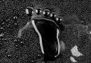 schwarzer Fußabdruck