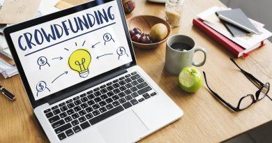 Laptop mit Crowdfunding